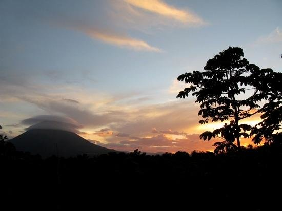 Leaves and Lizards Arenal Volcano Cabin Retreat: sunset from monkey cabin