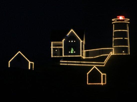 Cape Neddick Nubble Lighthouse : lights