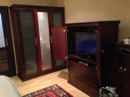 Belvedere Boutique Hotel : TV and cupboard in the room