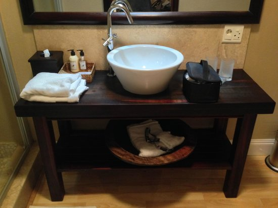 Belvedere Boutique Hotel: The bathroom