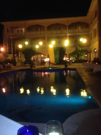 Sandals Carlyle: Jamaica night dinner by the pool