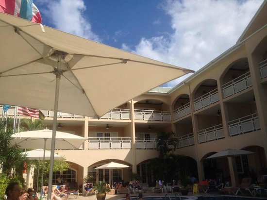 Sandals Inn: The pool