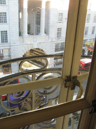 Le Meridien Piccadilly: View onto Regent Street
