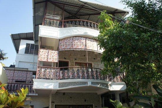 Honolulu Home HomeStay: Widok hotelu