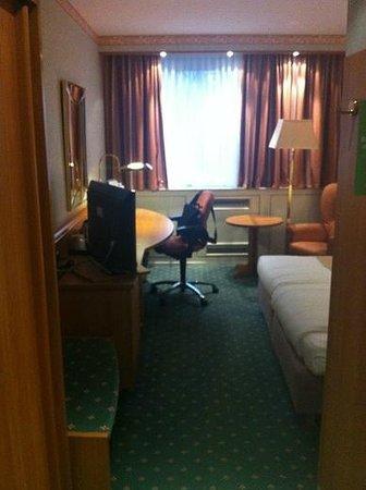 Holiday Inn Frankfurt-Airport North: Room/suite