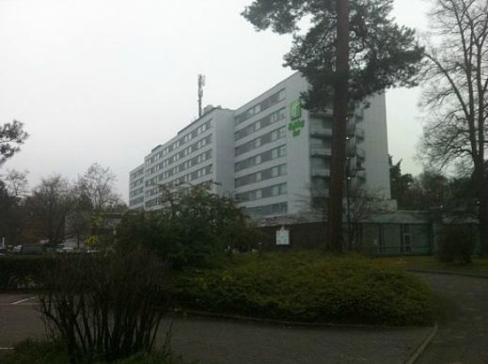 Holiday Inn Frankfurt-Airport North: Hotel & grounds