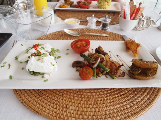 Aquavit Guest House: A typical breakfast