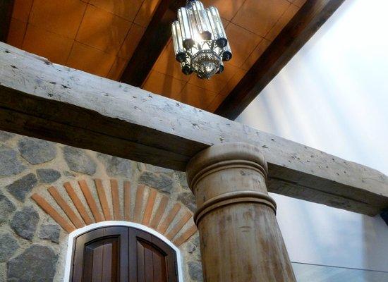 The San Rafael Hotel: La Merced bano ceiling (above shower).
