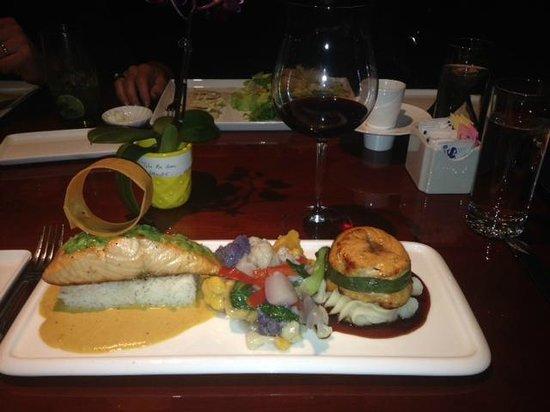 Wild Mango Restaurant and Bar: Visually stunning presentation of salmon 2 ways