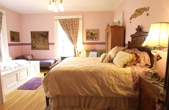 Moondance Inn : Queens Room