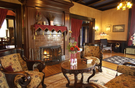 Moondance Inn : Main Floor Great Room