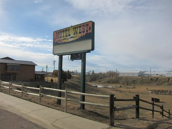 Motel West: The sign