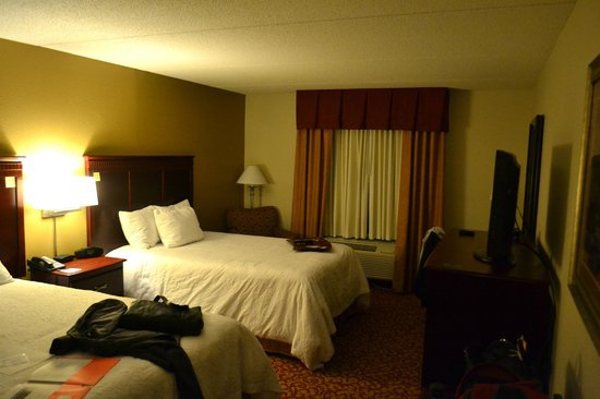 Hampton Inn and Suites Charlottesville - At The University: Room