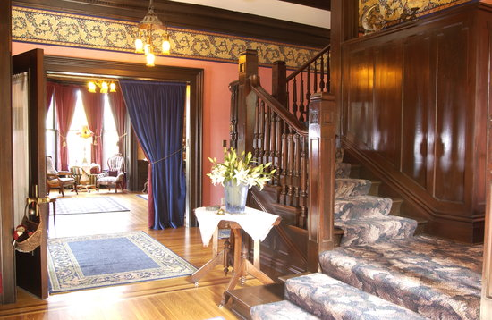 Moondance Inn: Grand Foyer