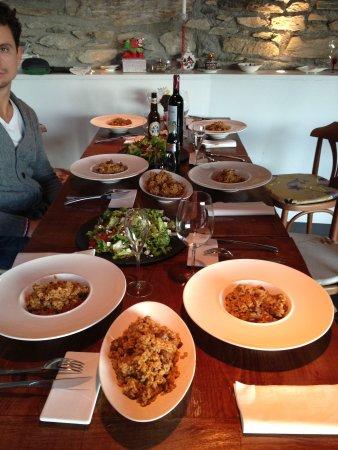 SAÓ Hotel: Arroz de la Muntanya, exquisito!! Pedídselo a la Chef Gómez!! Quien no se sentaría a esta mesa?