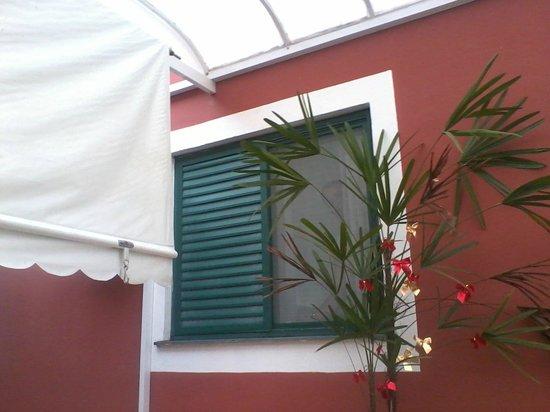 Pousada Vovozinho : Vista da area externa  da suite