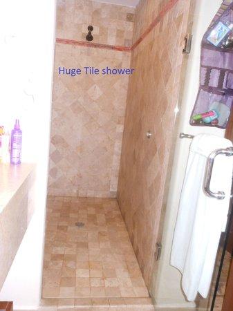 Hacienda Encantada Resort & Residences: what a shower