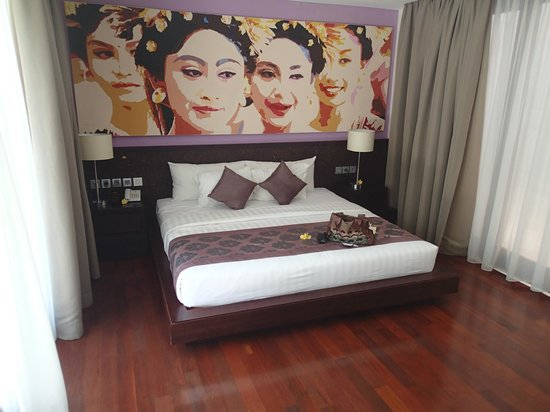 Mahagiri Villas : The bed in main bedroom - very comfortable!
