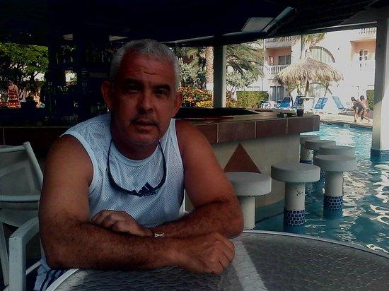 Tropicana Aruba Resort & Casino: bar piscina