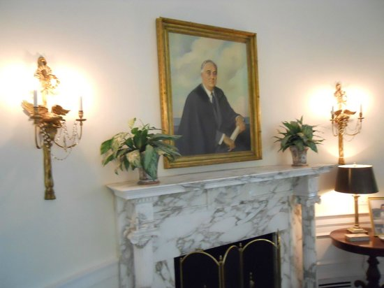 Painting of FDR in the mock Oval Office Picture of LBJ