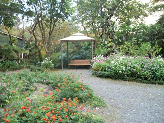 Monteverde Lodge & Gardens: Beautiful gardens