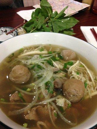 Au Bon Pho : 大碗的pho. 只有一種口味.