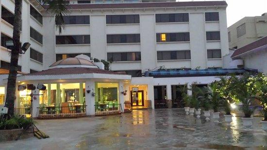 Sun-n-Sand Hotel, Mumbai: View of breakfast restaurant