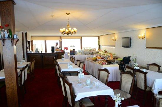 Nena Hotel: Ресторан отеля где завтракают