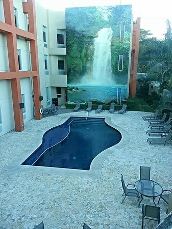 Hotel Holiday Inn Express San Jose Forum Costa Rica : pool area