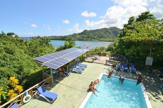 Bay View Eco Resort & Spa: Poolside & Deck