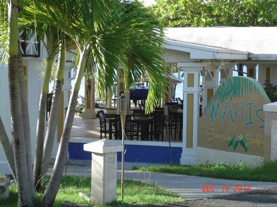 Chenay Bay Beach Resort: Restaurant