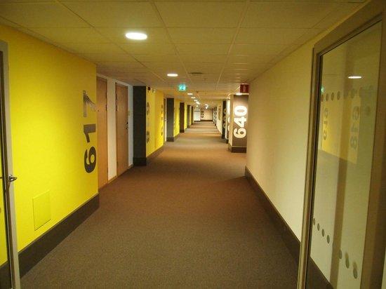 Sky Hotel Apartments Stockholm : Pasillo Apartamentos