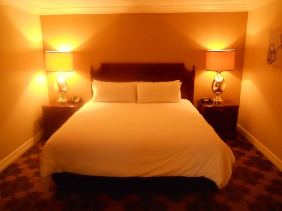 Omni Houston Hotel : King bed in separate bedroom in suite