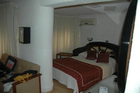 """Hotel Montecarlo: la camera non era piccola ma """"non lineare"""""""