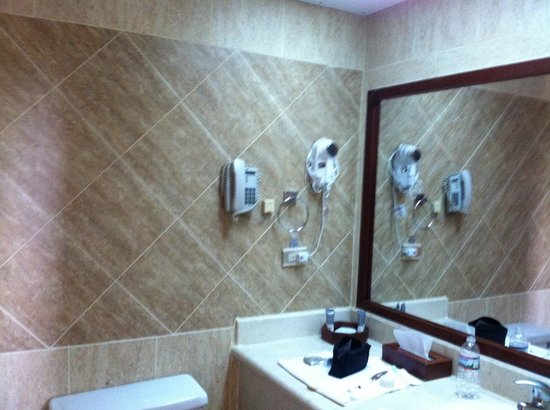 Hodelpa Gran Almirante Hotel & Casino: Tiled bathroom