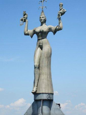 Hafen Konstanz: Rotating harbour statue