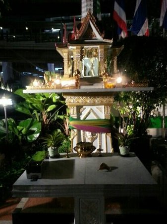 Holiday Inn Bangkok: Shrine