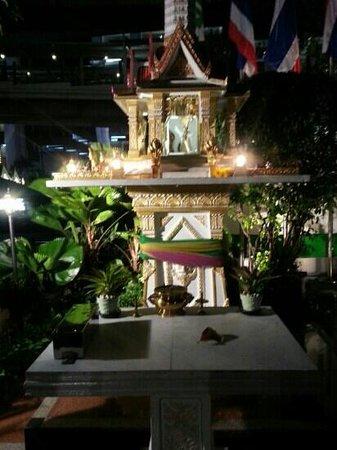 Holiday Inn Bangkok : Shrine