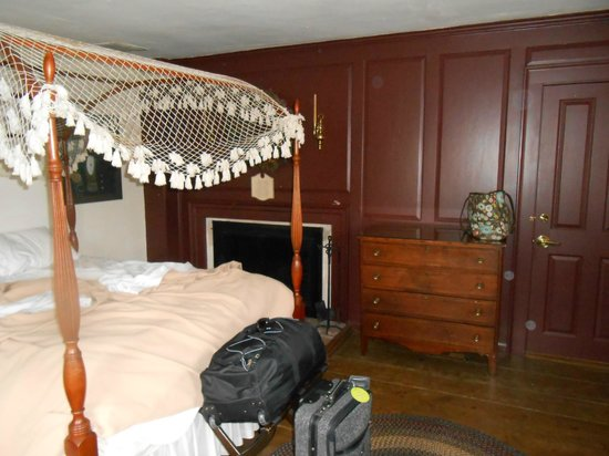 Whitehall Mansion Inn: bedroom / private sitting room with fireplace