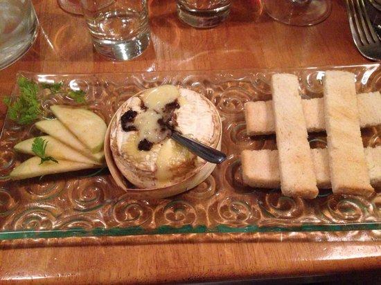 Chez Vincent et Nicolas: Camembert au four à la truffe