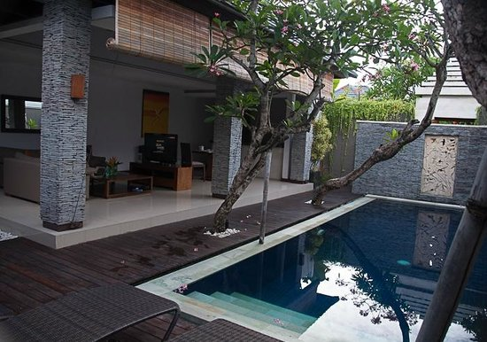 The Wolas Villas & Spa : Outdoor living room and kitchen