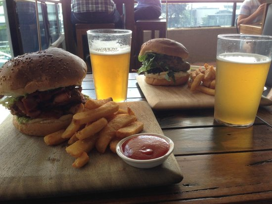 4 Pines Brewing Company: Pulled Pork Burger and Chicken Burger