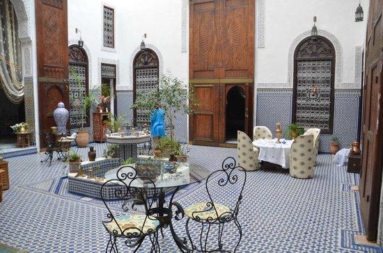 Riad Kettani: salón/patio