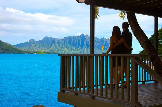 Paradise Bay Resort Hawaii : Waterfront Lanai