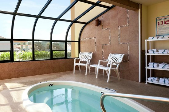 Days Inn & Suites Arcata : Relax in our Jacuzii
