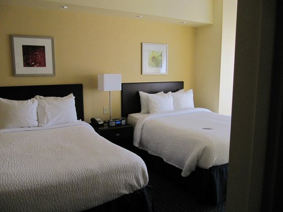 SpringHill Suites Norfolk Old Dominion University : Beds