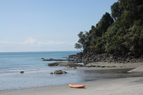 Tulemar Bungalows & Villas: Private beach at Tulemar