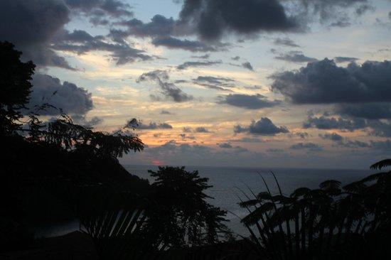 Tulemar Bungalows & Villas: Sunset from Balcony at Mot Mot Hideaway