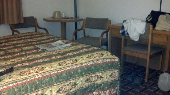 Quality Inn: Room and new carpet