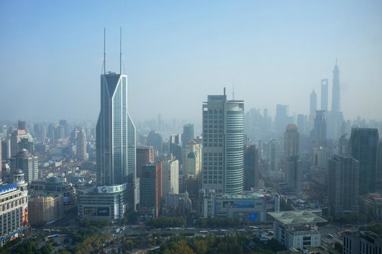 JW Marriott Hotel Shanghai at Tomorrow Square : View from the Room (58th floor, overlooking People's Square and Pudong)